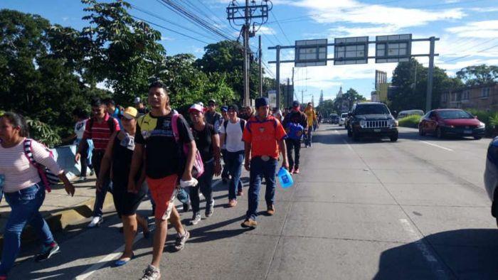 EL SALVADOR. Una caravana de salvadoreños inició su travesía hacia Estados Unidos la mañana del 28 de octubre de 2018 desde la plaza Salvador del Mundo.