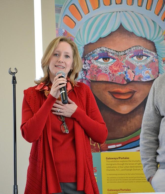 INSPIRACIÓN. Allison Kokkoros, directora de la Escuela Carlos Rosario, afirmó que las historias de los profesionales inspiran a los estudiantes del plantel.