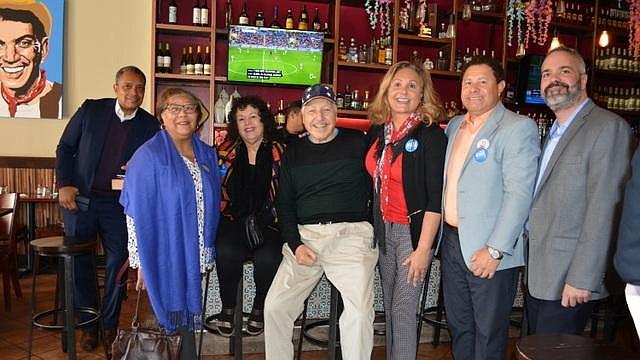 Respaldo. Algunos de los asistentes durante el acto de apoyo del Caucus Demócrata Latino a los candidatos de Washington DC, Maryland y Virginia.