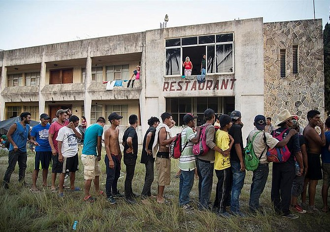 Segunda caravana de salvadoreños cruza México