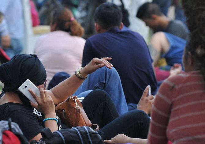 Renata, la migrante salvadoreña que va con el rostro cubierto por temor a ser reconocida si la deportan