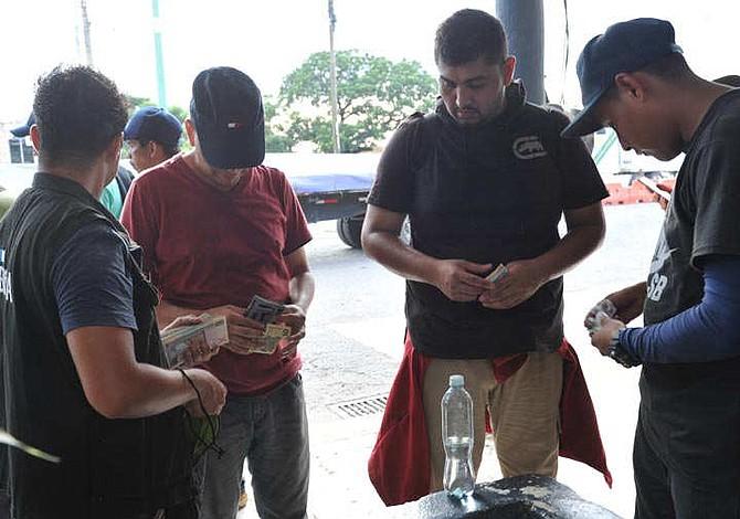 En la caravana viajan salvadoreños sin un centavo en la bolsa
