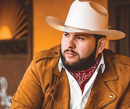 Alexander García, 'El Fantasma' fue un apodo que le dio su familia por tener la piel más clara que el resto de sus parientes, pero se ha convertido en su sello.