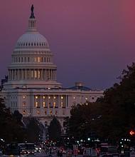 WASHINGTON. Vista del Capitolio el martes 6 de noviembre de 2018, durante el cierre de las estaciones de votación en las elecciones legislativas