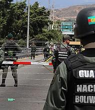 """POLÍTICA. La madrugada del 5 de noviembre, perdieron la vida tres GN por lo que se inició un operativo especial en busca de los culpables, presuntos """"grupos terroristas colombianos"""" en la frontera con ese país."""