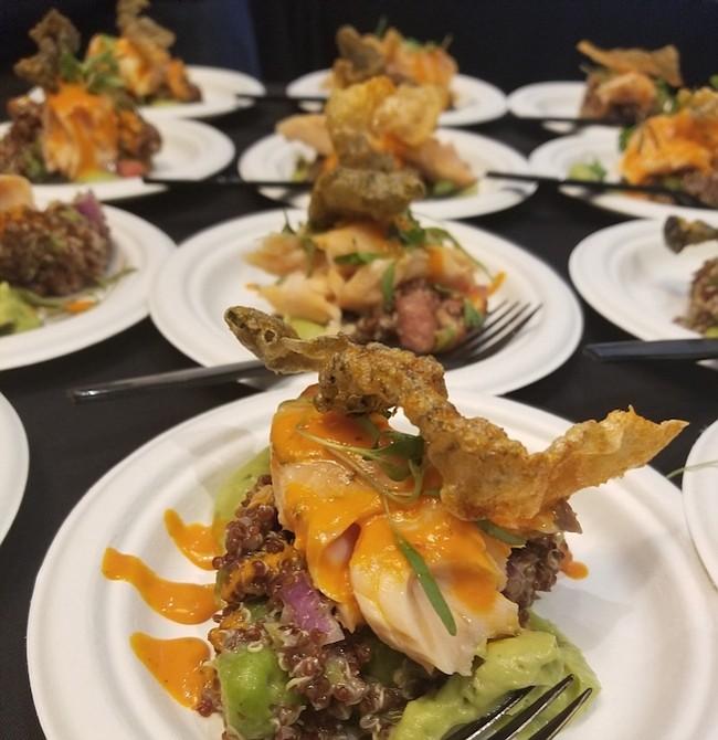 SALMÓN. El chef Jonathan Dearden de Radiator y su salmón con ají amarillo, quínoa, aceite de oliva, puré de aguacate y chicharrón de piel de salmó, ganó el premio de los jueces.