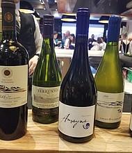 VINOS. El público pudo degustar una selección de vinos chilenos que se podían emparejar con los platillos servidos por los chefs.