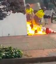 COLOMBIA - Manifestantes atacan sede de RCN.