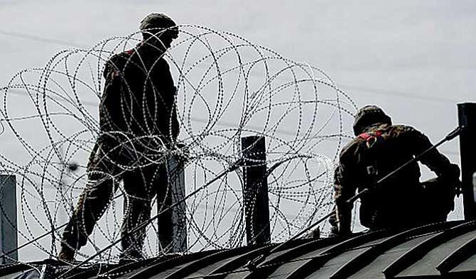 Refuerzan la frontera sur con agresivo alambrado