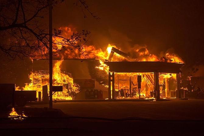 SINIESTRO. Vista del incendio en el condado de Butte, California, el jueves 8 de noviembre de 2018