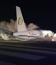 ACCIDENTE. Avión accidentado en el aeropuerto internacional de Georgetown