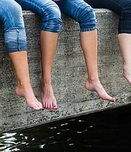 SALUD. Foto de referencia de las piernas de varias personas