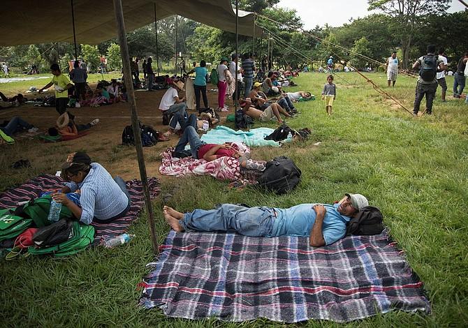 Grupo de migrantes centroamericanos llega a Monterrey