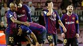 FÚTBOL. El centrocampista chileno Arturo Vidal (i), del FC Barcelona; el defensa Josep Piqué (2i), y el delantero argentino Lionel Messi (d), tras finalizar el partido de LaLiga Santander con una derrota frente al Betis