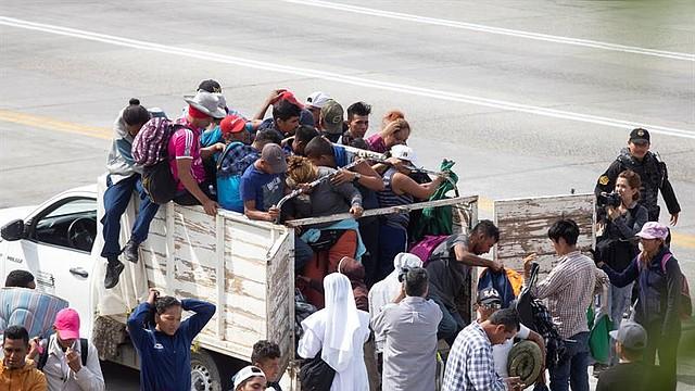 """INMIGRACIÓN. Trump acusa a los migrantes de protagonizar una """"invasión"""" y para contenerlos dispuso el envío de miles de soldados a la frontera sur de su país."""