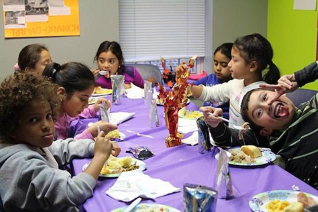 Niños. La reunión de Thanksgiving también es un momento para dar rienda suelta a la creatividad de los niños.
