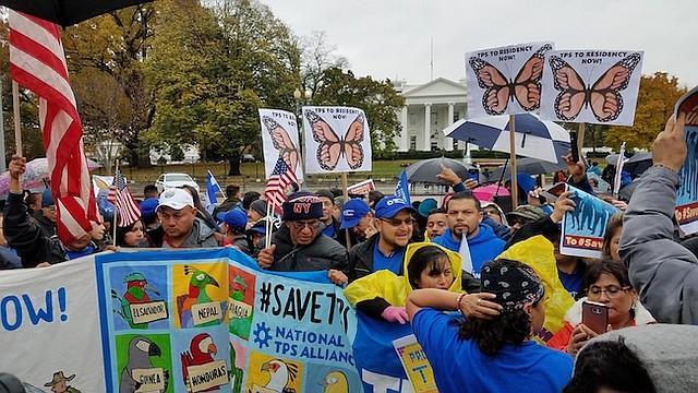 MANIFESTACIÓN. Después de recorrer 36 estados, la Alianza TPS llegó a las afueras de la Casa Blanca para dar a conocer sus próximos pasos.