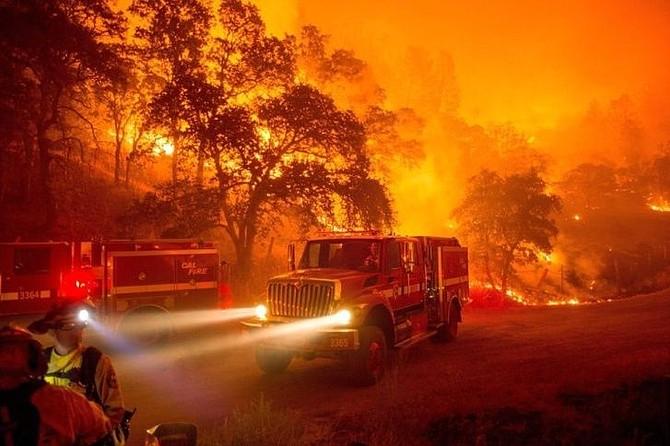 INCENDIO. Destruyó más de 400 estructuras y desplazó a unas 200 mil personas cerca de la costa de Malibú,