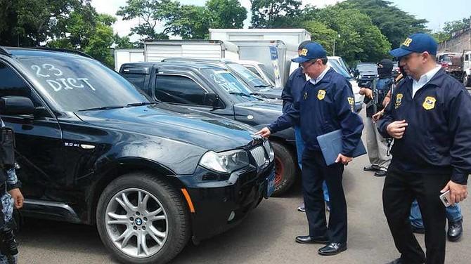 """EL SALVADOR. El Fiscal General Douglas Meléndez el día en que presentaron los bienes decomisados en """"Operación Tecana"""""""