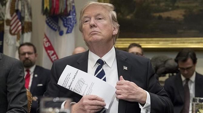VISITA. El Presidente aprobó una declaración de emergencia que ofrece a las zonas afectadas suministros de ayuda, soporte aéreo y de transporte.