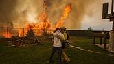 INCENDIO. La mayoría de los desaparecidos reside en la población de Paradise, de 26 mil habitantes y que fue completamente engullida por las llamas. En el lugar hay chatarra, humo y cenizas.