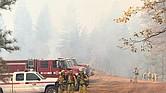 CALIFORNIA. Fotografía cedida por el Servicio Forestal Estadounidense (USFS) y el Grupo de Coordinación Nacional de Incendios que muestra a un grupo de bomberos mientras combaten las llamas en el incendio de Camp Fire