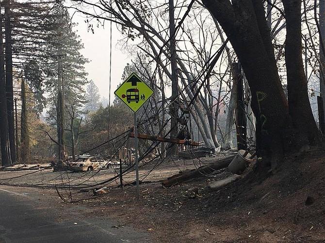 SINIESTRO. Fotografía cedida por Cal Fire Butte County muestra los destrozos luego de un in incendio en Butte County, California