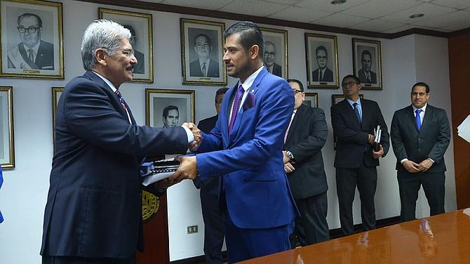 EL SALVADOR - Diputados dudan poder aprobar presupuesto este año.
