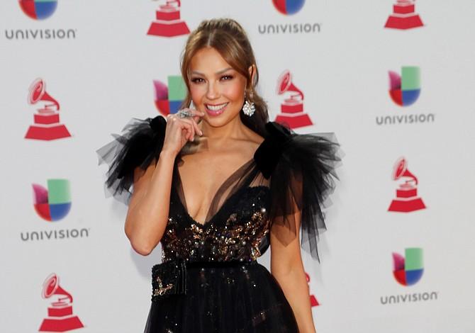 El incómodo momento que pasó Thalía tras falla técnica en pleno concierto