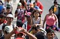 RECORRIDO. Grupos de migrantes centroamericanos continúan su recorrido por carreteras del estado Jalisco, México, el lunes 19 de noviembre de 2018.