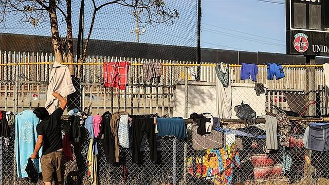 MIGRACIÓN. Miembros de la caravana migrante de centroamericanos permanecen en un albergue en la ciudad de Tijuana en el estado de Baja California (México)