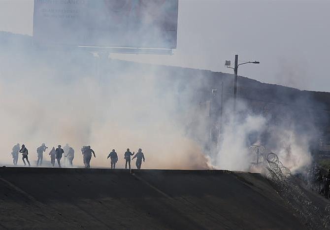 EE.UU. prorroga la misión militar en la frontera con México hasta final de enero