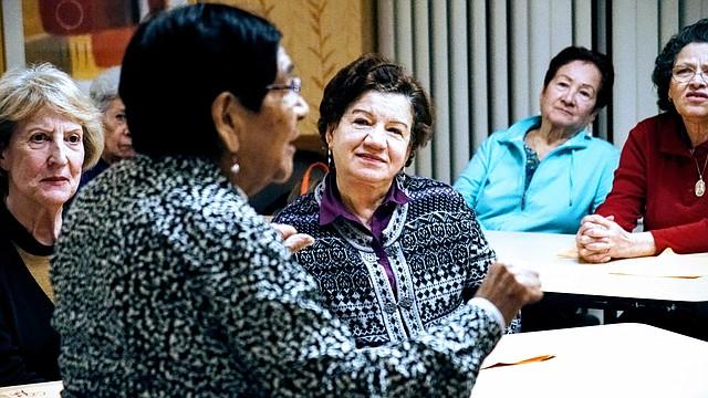 Adultos mayores comparten sus recetas en el evento de Spanish Immersion Jamaica Plain