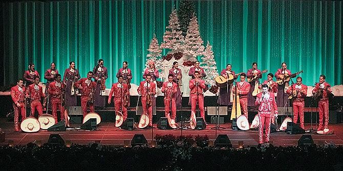 Celebración navideña con mariachi
