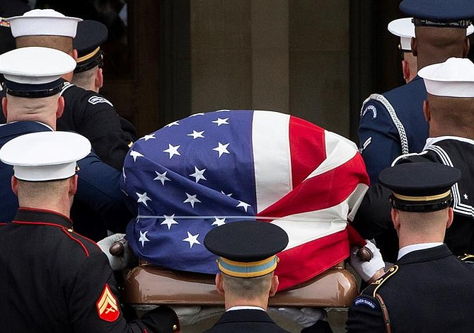 Realizan ceremonia en honor a George H. W. Bush en la Catedral Nacional de Washington