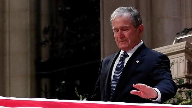 """HONOR. """"Fue un gran presidente, un diplomático de capacidad inigualable"""", dijo cuando se le quebró la voz al final, cuando exclamó que fue el mejor padre que un hijo o una hija podría tener."""