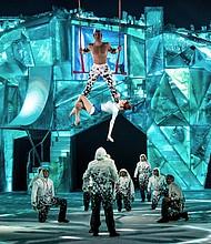 TRAPECISTAS. En CRYSTAL los trapecistas hacen sus acrobacias en un mundo congelado de fantasía. FOTO: Matt Beard 2018