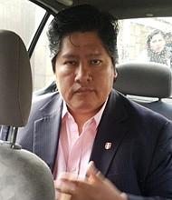 JUDICIALES. Fotografía cedida por ANDINA/Difusión que muestra al presidente de la Federación Peruana de Fútbol (FPF), Edwin Oviedo, mientras es trasladado a la Fiscalía, el jueves 6 de diciembre de 2018, en Lima