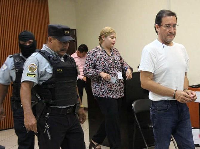 EL SALVADOR. El ex fiscal Luis Martínez fue hallado culpable del delito de divulgación de material reservado y fue sentenciado a cinco años de prisión