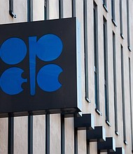AUSTRIA. Logotipo de la Organización de Países Exportadores de Petróleo (OPEP) en la sede de la organización en Viena, el 11 de febrero de 2016