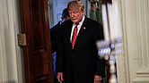 EE.UU. El presidente Donald Trump, entra a la Sala Este de la Casa Blanca