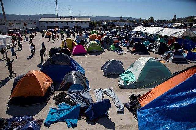 MÉXICO. Vista general del albergue El Barretal, donde fueron reubicados unos 2 mil ciudadanos centroamericanos de la caravana de migrantes, en la ciudad de Tijuana (4/12/2018)