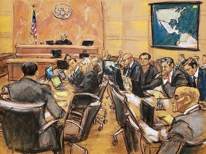 """JUICIO. Reproducción fotográfica de un dibujo realizado por la artista Jane Rosenberg de una vista general de la continuación del juicio contra el narcotraficante mexicano Joaquín """"El Chapo"""" Guzmán"""