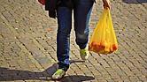 Las bolsas plásticas desechables tienen un potencial de contaminación ambiental muy grande.