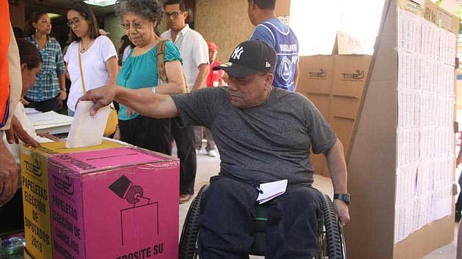 """COMICIOS. """"Hoy hay más gente que no encuentra opción y puede que no vaya a votar"""", prevé el profesor Álvaro Artiga"""