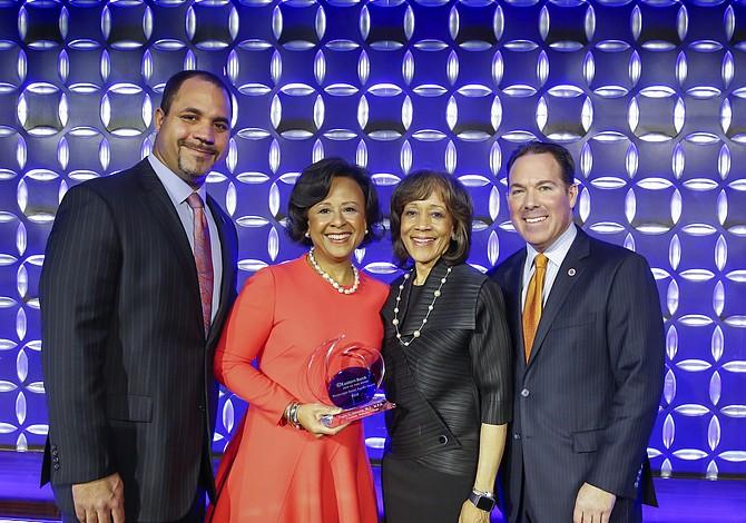 Eastern Bank reconoció a Paula Johnson con el Premio de Justicia Social