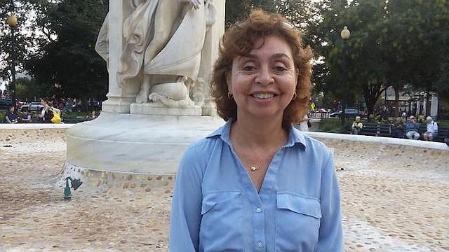 Experiencia. Ángela C. Borbón llegó a este país desde Colombia con una maleta de 15 años de experiencia y ahora es una más de las que ayuda a cerrar la brecha entre hombres y mujeres en su profesión.