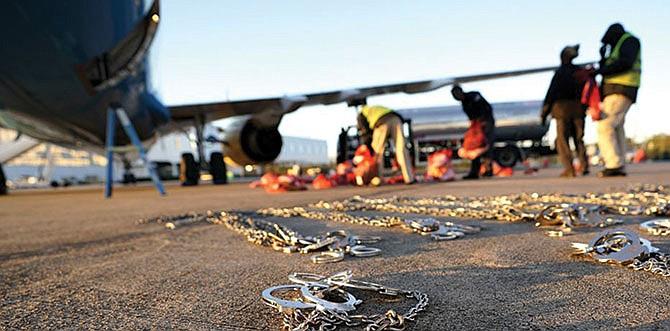 El millonario negocio de los vuelos con indocumentados deportados