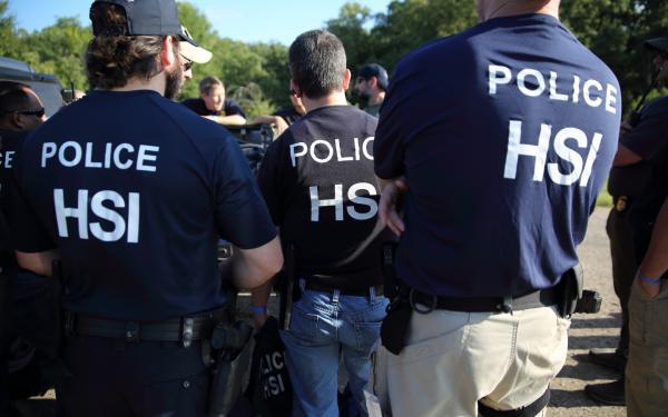 INMIGRACIÓN. Entre los arrestados, ICE señala que 66% tenía condenas penales, 21% cargos penales pendientes y 3% orden final de deportación emitida previamente.
