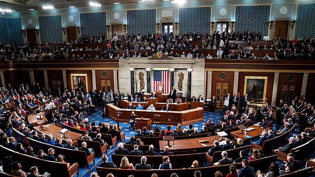 WASHINGTON. Vista general del pleno del Congreso estadounidense durante la ceremonia de posesión de la nueva presidenta de la Cámara Baja estadounidense, Nancy Pelosi, en el 116º Congreso estadounidense en el Capitolio, el 3 de enero de 2018